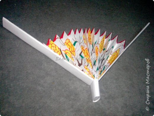 Идею создания такого веера нашла в интернете, но решила упростить задачу материалов, в целях доступности школьникам, на уроке ДПИ. фото 38
