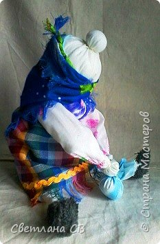 Увидела на просторах интернета симпатичную харАктерную бабку Алены Масловой и очень захотелось сделать себе такую же. Сам МК Алены Масловой можно посмотреть здесь: http://alyonamaslova.ru/shitie-kroi/kyklu/tryapichnaya-kukla-babka-harakternaya  фото 2