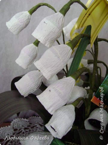 Вторая попытка создания свита. Много недочетов, веточек маловато, хотя корзиночка увесистая получилась 7 веточек по 5 бутончиков, листья крупноваты, цветочки больше на колокольчики похожи. Буду только рада рекомендациям. фото 6