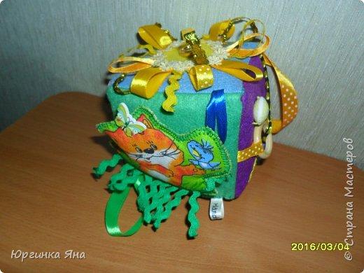 Всем добрый вечер. Сегодня хочу показать развивающий кубик для племянника. Делала впервые, долго собиралась с мыслями, смотрела идеи в СМ, и... под вдохновением сотворила это...!!!))) фото 14