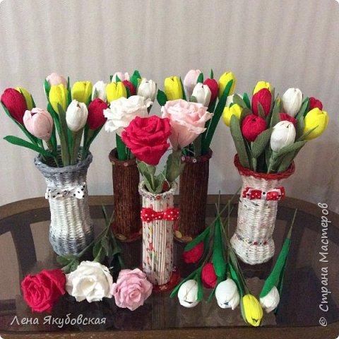 Добрый вечер дорогие жители  и гости страны мастеров!!! Поздравляю всех женщин с наступающим  праздником 8  Марта!!! Желаю всем здоровья, весеннего настроения, любить и быть любимыми и конечно всем больших творческих успехов!!! Вот такие сладкие букетики я приготовила своим близким и знакомым,так как у нас весна не скоро ещеи тюльпанчики еще только в июне зацветут. Плела из рекламок и только покрыла лаком, внутри разные конфетки. Для своей любимой доченьки, она очень любит тюльпаны. фото 13