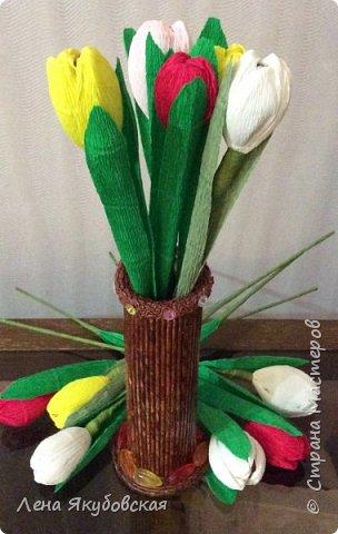 Добрый вечер дорогие жители  и гости страны мастеров!!! Поздравляю всех женщин с наступающим  праздником 8  Марта!!! Желаю всем здоровья, весеннего настроения, любить и быть любимыми и конечно всем больших творческих успехов!!! Вот такие сладкие букетики я приготовила своим близким и знакомым,так как у нас весна не скоро ещеи тюльпанчики еще только в июне зацветут. Плела из рекламок и только покрыла лаком, внутри разные конфетки. Для своей любимой доченьки, она очень любит тюльпаны. фото 4