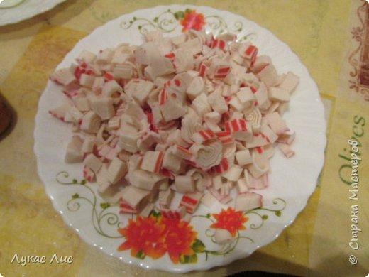 Всем привет сегодня я вам покажу как приготовить такой салат ,,Крабовая экзотика ,,  Этот салат можно подарить маме на 8-ое марта!!! фото 6