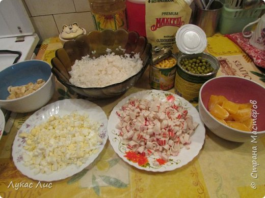 Всем привет сегодня я вам покажу как приготовить такой салат ,,Крабовая экзотика ,,  Этот салат можно подарить маме на 8-ое марта!!! фото 8