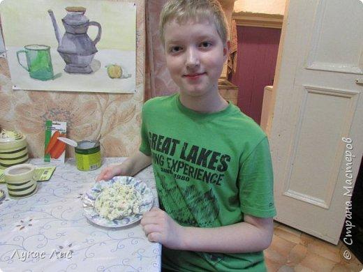 Всем привет сегодня я вам покажу как приготовить такой салат ,,Крабовая экзотика ,,  Этот салат можно подарить маме на 8-ое марта!!! фото 1