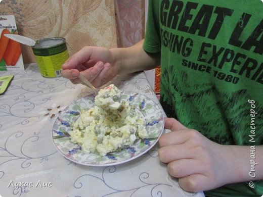 Всем привет сегодня я вам покажу как приготовить такой салат ,,Крабовая экзотика ,,  Этот салат можно подарить маме на 8-ое марта!!! фото 9