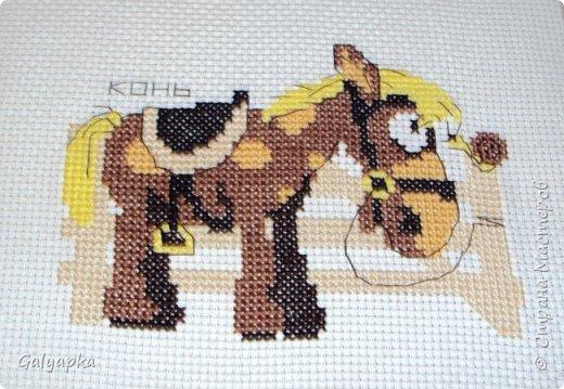 Вышивала к 2014 году. Эти коняшки украшают пока  фото 2