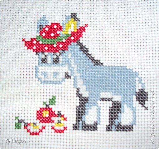 Вышивала к 2014 году. Эти коняшки украшают пока  фото 8