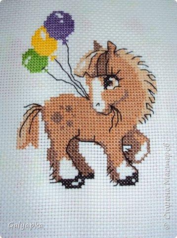 Вышивала к 2014 году. Эти коняшки украшают пока  фото 5