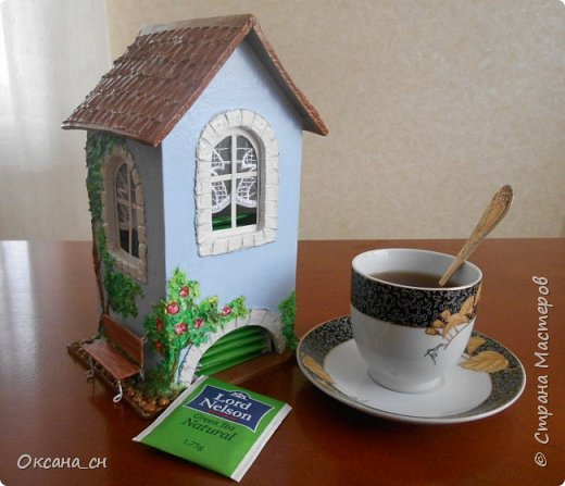 Здравствуйте Мастера и Мастерицы! Хочу поделиться новым изделием и небольшим МК. Когда пришла идея создать домик для чайных пакетиков, я стала искать в интернете идеи для оформления. Сколько прекрасных домиков я видела!  Я предложила своим ученицам создать такой домик в подарок маме к 8 Марта - прекрасная и полезная поделка для кухни. Спасибо Марине за идею оформления http://stranamasterov.ru/node/349655. Очень мне понравился её домик и я попробовала сотворить подобное. фото 1