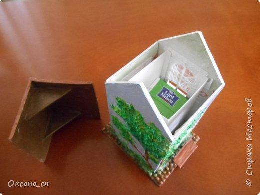 Здравствуйте Мастера и Мастерицы! Хочу поделиться новым изделием и небольшим МК. Когда пришла идея создать домик для чайных пакетиков, я стала искать в интернете идеи для оформления. Сколько прекрасных домиков я видела!  Я предложила своим ученицам создать такой домик в подарок маме к 8 Марта - прекрасная и полезная поделка для кухни. Спасибо Марине за идею оформления http://stranamasterov.ru/node/349655. Очень мне понравился её домик и я попробовала сотворить подобное. фото 12