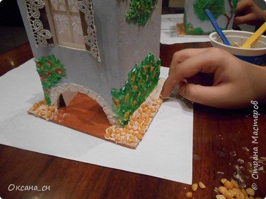 Здравствуйте Мастера и Мастерицы! Хочу поделиться новым изделием и небольшим МК. Когда пришла идея создать домик для чайных пакетиков, я стала искать в интернете идеи для оформления. Сколько прекрасных домиков я видела!  Я предложила своим ученицам создать такой домик в подарок маме к 8 Марта - прекрасная и полезная поделка для кухни. Спасибо Марине за идею оформления http://stranamasterov.ru/node/349655. Очень мне понравился её домик и я попробовала сотворить подобное. фото 8