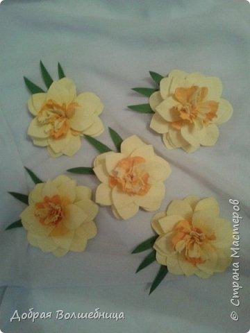 Здравствуйте, дорогие Мастера и Мастерицы! К 8 марта создалась такая маленькая композиция. Нарциссы, бутоны роз и гортензия. фото 3