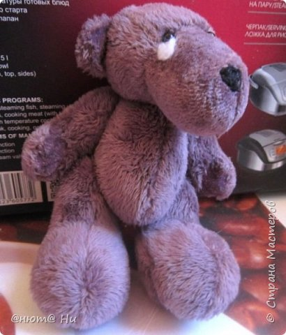 Давно хотела сшить этого мишку, выкройка с сайта ПРЕТТИ ТОЙЗ.  Заранее извиняюсь за качество фото, вовремя не проверила, а сейчас медведь уже уехал и ничего уже не исправить, увы... фото 3