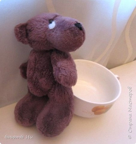 Давно хотела сшить этого мишку, выкройка с сайта ПРЕТТИ ТОЙЗ.  Заранее извиняюсь за качество фото, вовремя не проверила, а сейчас медведь уже уехал и ничего уже не исправить, увы... фото 6