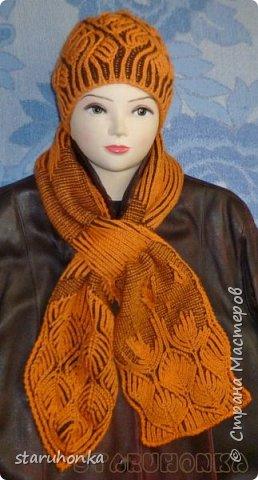 """Шапочка и шарф в технике БРИОШ (Brioche knitting)  Связала шапочку в новой для меня и придуманной кем-то не так давно, технике БРИОШ / Brioche knitting.  Комплект. Назвала """"Рыжая лиса"""". Похожа на лисий наряд, правда?  Очень увлекла меня эта техника. Знакомая незнакомка получилась.  Все знают и умеют вязать Английскую резинку. В технике Бриош используются английские (патентные) петли в разных сочетаниях, направлениях.  Причем вязать можно нитями разных цветов. Получается этакая интеграция английской резинки, патента, жаккарда/интарсии, двустороннего вязания, в одном флаконе.  Узоры разнообразны и интересны. Ими можно вязать шапки, шарфы, шали, кофты, пальто,... да всё, на что хватит фантазии.  Техника развивается, рукодельницы придумывают всё новые узоры, один другого интереснее.   Рыжая пряжа """"Камтекс"""" п/ш """"Соната"""". 250 м. - 100 гр. Коричневая из советских запасов - п/ш для ручного вязания """"64текс х 2"""", в 2 нитки Спицы 3,5 мм  фото 4"""