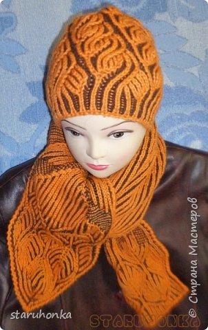 """Шапочка и шарф в технике БРИОШ (Brioche knitting)  Связала шапочку в новой для меня и придуманной кем-то не так давно, технике БРИОШ / Brioche knitting.  Комплект. Назвала """"Рыжая лиса"""". Похожа на лисий наряд, правда?  Очень увлекла меня эта техника. Знакомая незнакомка получилась.  Все знают и умеют вязать Английскую резинку. В технике Бриош используются английские (патентные) петли в разных сочетаниях, направлениях.  Причем вязать можно нитями разных цветов. Получается этакая интеграция английской резинки, патента, жаккарда/интарсии, двустороннего вязания, в одном флаконе.  Узоры разнообразны и интересны. Ими можно вязать шапки, шарфы, шали, кофты, пальто,... да всё, на что хватит фантазии.  Техника развивается, рукодельницы придумывают всё новые узоры, один другого интереснее.   Рыжая пряжа """"Камтекс"""" п/ш """"Соната"""". 250 м. - 100 гр. Коричневая из советских запасов - п/ш для ручного вязания """"64текс х 2"""", в 2 нитки Спицы 3,5 мм  фото 7"""