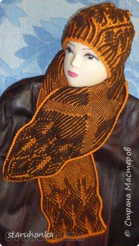 """Шапочка и шарф в технике БРИОШ (Brioche knitting)  Связала шапочку в новой для меня и придуманной кем-то не так давно, технике БРИОШ / Brioche knitting.  Комплект. Назвала """"Рыжая лиса"""". Похожа на лисий наряд, правда?  Очень увлекла меня эта техника. Знакомая незнакомка получилась.  Все знают и умеют вязать Английскую резинку. В технике Бриош используются английские (патентные) петли в разных сочетаниях, направлениях.  Причем вязать можно нитями разных цветов. Получается этакая интеграция английской резинки, патента, жаккарда/интарсии, двустороннего вязания, в одном флаконе.  Узоры разнообразны и интересны. Ими можно вязать шапки, шарфы, шали, кофты, пальто,... да всё, на что хватит фантазии.  Техника развивается, рукодельницы придумывают всё новые узоры, один другого интереснее.   Рыжая пряжа """"Камтекс"""" п/ш """"Соната"""". 250 м. - 100 гр. Коричневая из советских запасов - п/ш для ручного вязания """"64текс х 2"""", в 2 нитки Спицы 3,5 мм  фото 6"""