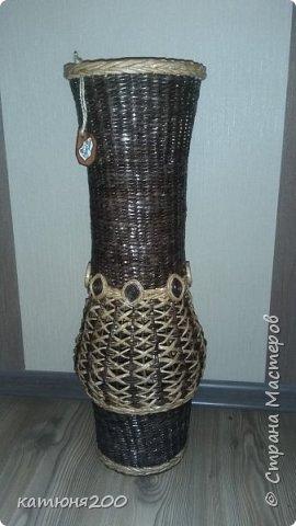 Доброго времени суток, дорогие соседи!!!!!! Вот, выставляю свою первую вазу. Плела по заказу, для приятельницы на работе.Вроде как всем понравилась. фото 2
