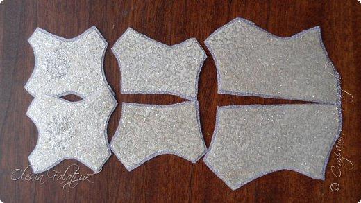 В конечном итоге получится вот такой корсет идеально повторяющий изгибы фигуры. Конкретно в этом случае, по задумке, этот корсет будет сшит встык и украшен вышивкой. Но если немного изменять выкройку, то можно получить корсет с застёжкой или шнуровкой спереди, можно с контрастной вставкой под застёжку и прочие варианты. фото 8