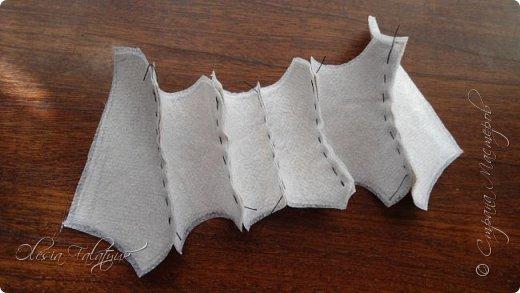В конечном итоге получится вот такой корсет идеально повторяющий изгибы фигуры. Конкретно в этом случае, по задумке, этот корсет будет сшит встык и украшен вышивкой. Но если немного изменять выкройку, то можно получить корсет с застёжкой или шнуровкой спереди, можно с контрастной вставкой под застёжку и прочие варианты. фото 9