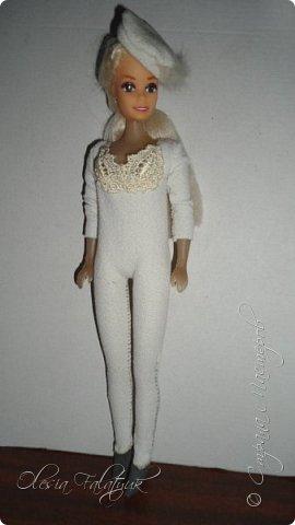 Когда мне было 13 лет у меня появилась кукла о которой я мечтала.  Я очень хотела эту куклу с идеальным телом, чтоб шить для неё самые красивые наряды. Достать тогда такую куклу было очень сложно и дорого. Это было начало 90х. Только спустя 5 лет я пошла учится шить, а до этого я делала это как умела.  Это моя кукла, уже не помню как её звали.  Спасибо маме, что сохранила её. фото 3