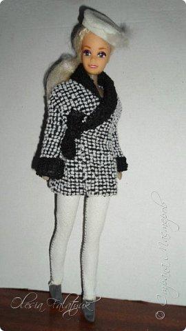 Когда мне было 13 лет у меня появилась кукла о которой я мечтала.  Я очень хотела эту куклу с идеальным телом, чтоб шить для неё самые красивые наряды. Достать тогда такую куклу было очень сложно и дорого. Это было начало 90х. Только спустя 5 лет я пошла учится шить, а до этого я делала это как умела.  Это моя кукла, уже не помню как её звали.  Спасибо маме, что сохранила её. фото 5
