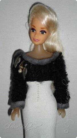 Когда мне было 13 лет у меня появилась кукла о которой я мечтала.  Я очень хотела эту куклу с идеальным телом, чтоб шить для неё самые красивые наряды. Достать тогда такую куклу было очень сложно и дорого. Это было начало 90х. Только спустя 5 лет я пошла учится шить, а до этого я делала это как умела.  Это моя кукла, уже не помню как её звали.  Спасибо маме, что сохранила её. фото 1