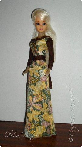 Когда мне было 13 лет у меня появилась кукла о которой я мечтала.  Я очень хотела эту куклу с идеальным телом, чтоб шить для неё самые красивые наряды. Достать тогда такую куклу было очень сложно и дорого. Это было начало 90х. Только спустя 5 лет я пошла учится шить, а до этого я делала это как умела.  Это моя кукла, уже не помню как её звали.  Спасибо маме, что сохранила её. фото 15