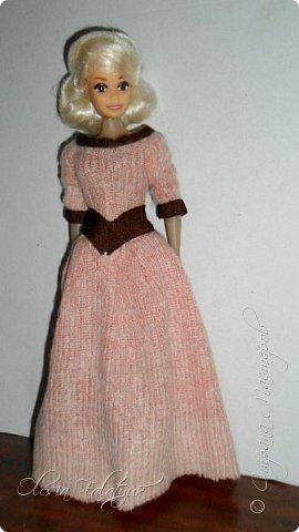 Когда мне было 13 лет у меня появилась кукла о которой я мечтала.  Я очень хотела эту куклу с идеальным телом, чтоб шить для неё самые красивые наряды. Достать тогда такую куклу было очень сложно и дорого. Это было начало 90х. Только спустя 5 лет я пошла учится шить, а до этого я делала это как умела.  Это моя кукла, уже не помню как её звали.  Спасибо маме, что сохранила её. фото 16