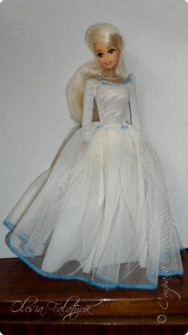 Когда мне было 13 лет у меня появилась кукла о которой я мечтала.  Я очень хотела эту куклу с идеальным телом, чтоб шить для неё самые красивые наряды. Достать тогда такую куклу было очень сложно и дорого. Это было начало 90х. Только спустя 5 лет я пошла учится шить, а до этого я делала это как умела.  Это моя кукла, уже не помню как её звали.  Спасибо маме, что сохранила её. фото 17