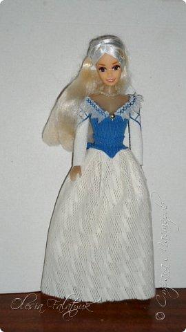 Когда мне было 13 лет у меня появилась кукла о которой я мечтала.  Я очень хотела эту куклу с идеальным телом, чтоб шить для неё самые красивые наряды. Достать тогда такую куклу было очень сложно и дорого. Это было начало 90х. Только спустя 5 лет я пошла учится шить, а до этого я делала это как умела.  Это моя кукла, уже не помню как её звали.  Спасибо маме, что сохранила её. фото 18