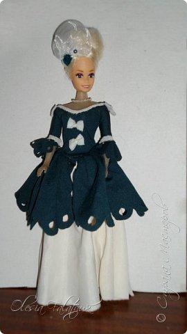 Когда мне было 13 лет у меня появилась кукла о которой я мечтала.  Я очень хотела эту куклу с идеальным телом, чтоб шить для неё самые красивые наряды. Достать тогда такую куклу было очень сложно и дорого. Это было начало 90х. Только спустя 5 лет я пошла учится шить, а до этого я делала это как умела.  Это моя кукла, уже не помню как её звали.  Спасибо маме, что сохранила её. фото 19