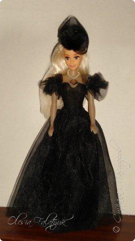 Когда мне было 13 лет у меня появилась кукла о которой я мечтала.  Я очень хотела эту куклу с идеальным телом, чтоб шить для неё самые красивые наряды. Достать тогда такую куклу было очень сложно и дорого. Это было начало 90х. Только спустя 5 лет я пошла учится шить, а до этого я делала это как умела.  Это моя кукла, уже не помню как её звали.  Спасибо маме, что сохранила её. фото 21