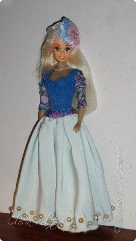 Когда мне было 13 лет у меня появилась кукла о которой я мечтала.  Я очень хотела эту куклу с идеальным телом, чтоб шить для неё самые красивые наряды. Достать тогда такую куклу было очень сложно и дорого. Это было начало 90х. Только спустя 5 лет я пошла учится шить, а до этого я делала это как умела.  Это моя кукла, уже не помню как её звали.  Спасибо маме, что сохранила её. фото 23