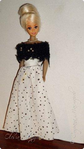 Когда мне было 13 лет у меня появилась кукла о которой я мечтала.  Я очень хотела эту куклу с идеальным телом, чтоб шить для неё самые красивые наряды. Достать тогда такую куклу было очень сложно и дорого. Это было начало 90х. Только спустя 5 лет я пошла учится шить, а до этого я делала это как умела.  Это моя кукла, уже не помню как её звали.  Спасибо маме, что сохранила её. фото 24