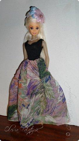 Когда мне было 13 лет у меня появилась кукла о которой я мечтала.  Я очень хотела эту куклу с идеальным телом, чтоб шить для неё самые красивые наряды. Достать тогда такую куклу было очень сложно и дорого. Это было начало 90х. Только спустя 5 лет я пошла учится шить, а до этого я делала это как умела.  Это моя кукла, уже не помню как её звали.  Спасибо маме, что сохранила её. фото 26