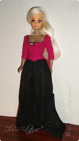 Когда мне было 13 лет у меня появилась кукла о которой я мечтала.  Я очень хотела эту куклу с идеальным телом, чтоб шить для неё самые красивые наряды. Достать тогда такую куклу было очень сложно и дорого. Это было начало 90х. Только спустя 5 лет я пошла учится шить, а до этого я делала это как умела.  Это моя кукла, уже не помню как её звали.  Спасибо маме, что сохранила её. фото 27