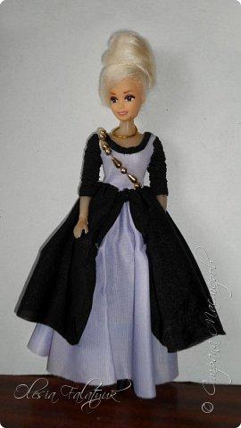Когда мне было 13 лет у меня появилась кукла о которой я мечтала.  Я очень хотела эту куклу с идеальным телом, чтоб шить для неё самые красивые наряды. Достать тогда такую куклу было очень сложно и дорого. Это было начало 90х. Только спустя 5 лет я пошла учится шить, а до этого я делала это как умела.  Это моя кукла, уже не помню как её звали.  Спасибо маме, что сохранила её. фото 29