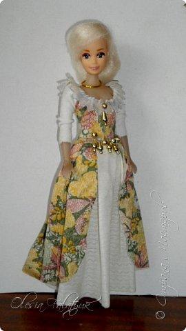 Когда мне было 13 лет у меня появилась кукла о которой я мечтала.  Я очень хотела эту куклу с идеальным телом, чтоб шить для неё самые красивые наряды. Достать тогда такую куклу было очень сложно и дорого. Это было начало 90х. Только спустя 5 лет я пошла учится шить, а до этого я делала это как умела.  Это моя кукла, уже не помню как её звали.  Спасибо маме, что сохранила её. фото 31
