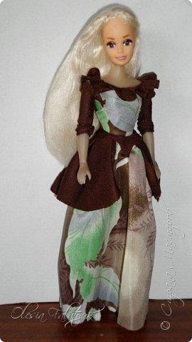 Когда мне было 13 лет у меня появилась кукла о которой я мечтала.  Я очень хотела эту куклу с идеальным телом, чтоб шить для неё самые красивые наряды. Достать тогда такую куклу было очень сложно и дорого. Это было начало 90х. Только спустя 5 лет я пошла учится шить, а до этого я делала это как умела.  Это моя кукла, уже не помню как её звали.  Спасибо маме, что сохранила её. фото 32