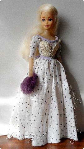 Когда мне было 13 лет у меня появилась кукла о которой я мечтала.  Я очень хотела эту куклу с идеальным телом, чтоб шить для неё самые красивые наряды. Достать тогда такую куклу было очень сложно и дорого. Это было начало 90х. Только спустя 5 лет я пошла учится шить, а до этого я делала это как умела.  Это моя кукла, уже не помню как её звали.  Спасибо маме, что сохранила её. фото 35
