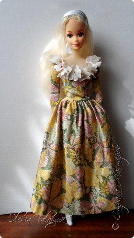 Когда мне было 13 лет у меня появилась кукла о которой я мечтала.  Я очень хотела эту куклу с идеальным телом, чтоб шить для неё самые красивые наряды. Достать тогда такую куклу было очень сложно и дорого. Это было начало 90х. Только спустя 5 лет я пошла учится шить, а до этого я делала это как умела.  Это моя кукла, уже не помню как её звали.  Спасибо маме, что сохранила её. фото 36