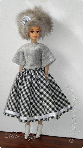 Когда мне было 13 лет у меня появилась кукла о которой я мечтала.  Я очень хотела эту куклу с идеальным телом, чтоб шить для неё самые красивые наряды. Достать тогда такую куклу было очень сложно и дорого. Это было начало 90х. Только спустя 5 лет я пошла учится шить, а до этого я делала это как умела.  Это моя кукла, уже не помню как её звали.  Спасибо маме, что сохранила её. фото 40