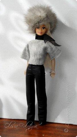 Когда мне было 13 лет у меня появилась кукла о которой я мечтала.  Я очень хотела эту куклу с идеальным телом, чтоб шить для неё самые красивые наряды. Достать тогда такую куклу было очень сложно и дорого. Это было начало 90х. Только спустя 5 лет я пошла учится шить, а до этого я делала это как умела.  Это моя кукла, уже не помню как её звали.  Спасибо маме, что сохранила её. фото 39