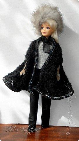 Когда мне было 13 лет у меня появилась кукла о которой я мечтала.  Я очень хотела эту куклу с идеальным телом, чтоб шить для неё самые красивые наряды. Достать тогда такую куклу было очень сложно и дорого. Это было начало 90х. Только спустя 5 лет я пошла учится шить, а до этого я делала это как умела.  Это моя кукла, уже не помню как её звали.  Спасибо маме, что сохранила её. фото 38