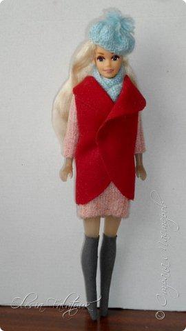 Когда мне было 13 лет у меня появилась кукла о которой я мечтала.  Я очень хотела эту куклу с идеальным телом, чтоб шить для неё самые красивые наряды. Достать тогда такую куклу было очень сложно и дорого. Это было начало 90х. Только спустя 5 лет я пошла учится шить, а до этого я делала это как умела.  Это моя кукла, уже не помню как её звали.  Спасибо маме, что сохранила её. фото 42