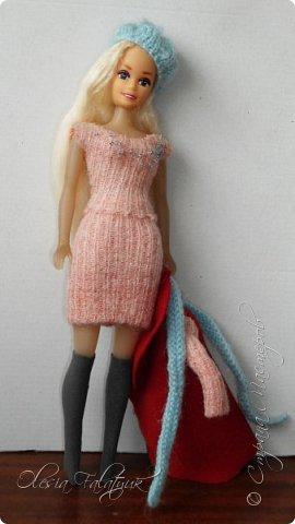 Когда мне было 13 лет у меня появилась кукла о которой я мечтала.  Я очень хотела эту куклу с идеальным телом, чтоб шить для неё самые красивые наряды. Достать тогда такую куклу было очень сложно и дорого. Это было начало 90х. Только спустя 5 лет я пошла учится шить, а до этого я делала это как умела.  Это моя кукла, уже не помню как её звали.  Спасибо маме, что сохранила её. фото 43