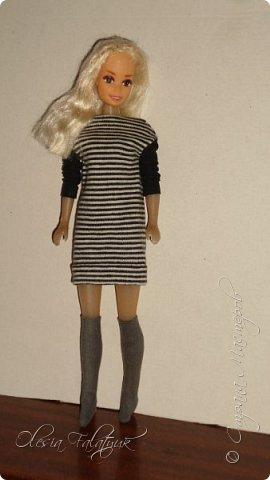 Когда мне было 13 лет у меня появилась кукла о которой я мечтала.  Я очень хотела эту куклу с идеальным телом, чтоб шить для неё самые красивые наряды. Достать тогда такую куклу было очень сложно и дорого. Это было начало 90х. Только спустя 5 лет я пошла учится шить, а до этого я делала это как умела.  Это моя кукла, уже не помню как её звали.  Спасибо маме, что сохранила её. фото 41