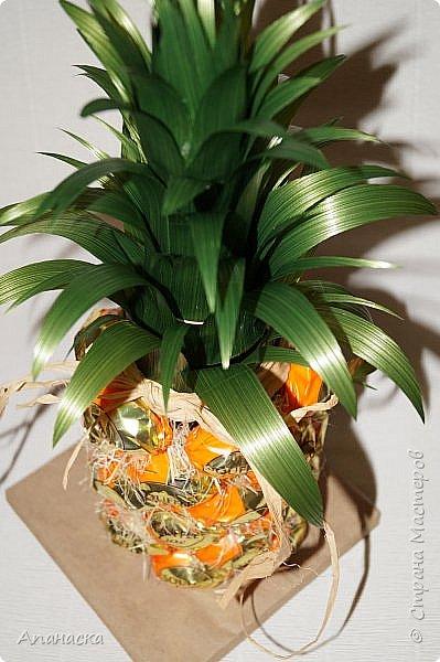 Конфеты и бутылка в образе ананаса фото 4